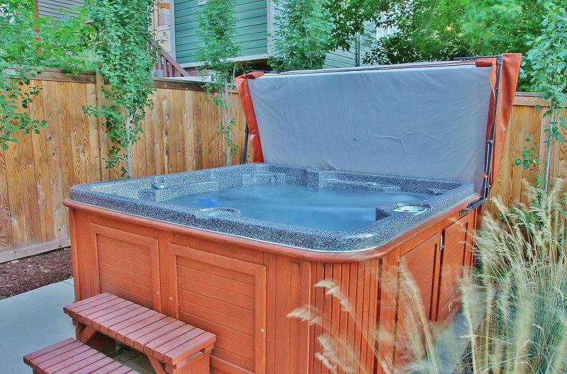 Park City Ontario Manor - 8-seat private hot tub