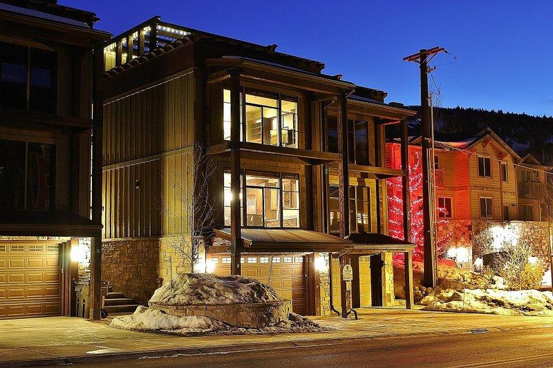 Front Exterior and roof top deck - Deer Valley Ultimate Loft