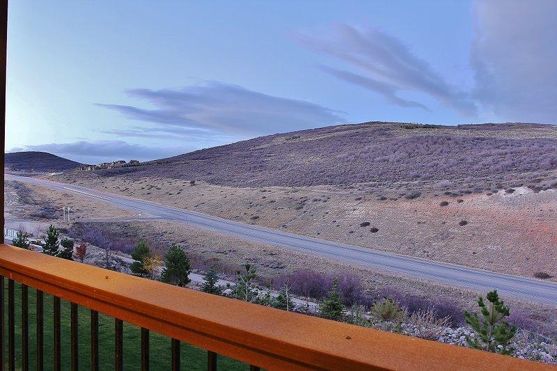Vista a la montaña desde la cubierta privada del nivel principal