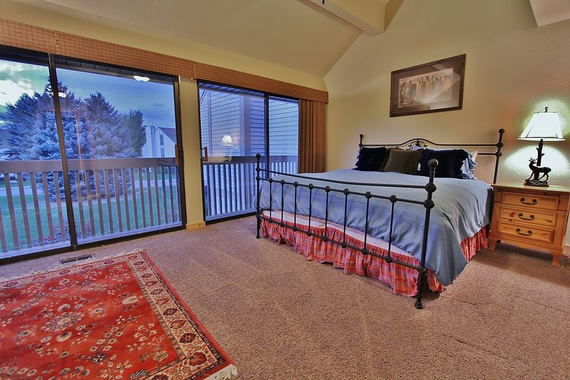 Master Bedroom with King size bed and 46' TV, Washer and Dryer, and Private Bathroom in Park City Racquet Club Village - Park City
