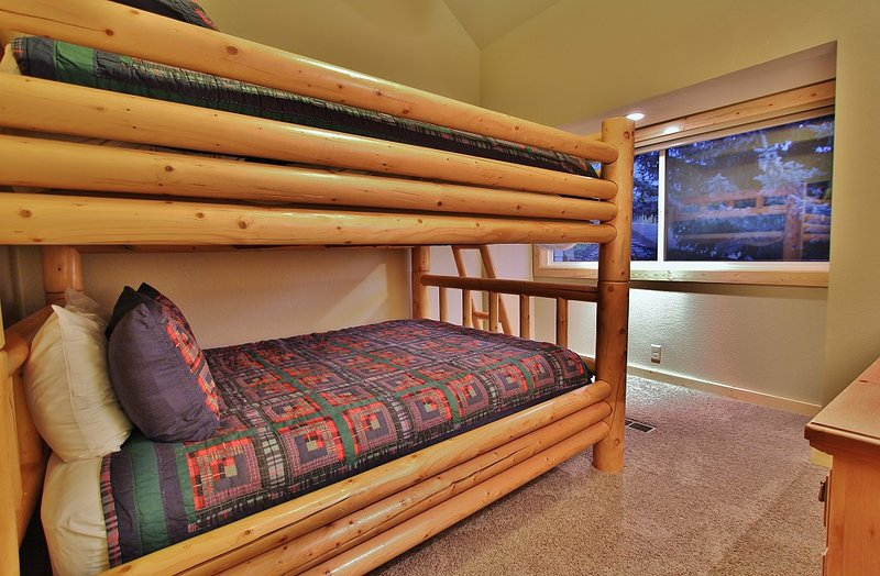 Bedroom number 2 with Full over Full bunk beds with 42' TV in Park City Racquet Club Village - Park City