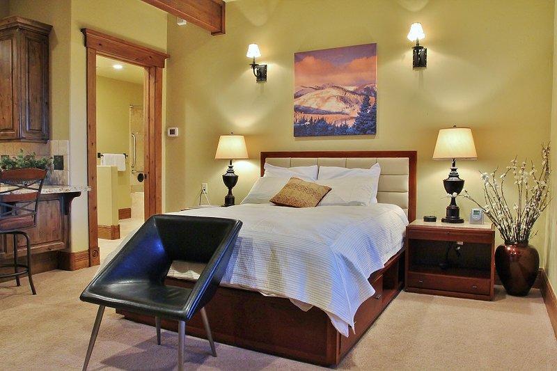 Living room/bedroom of Lookout cabin
