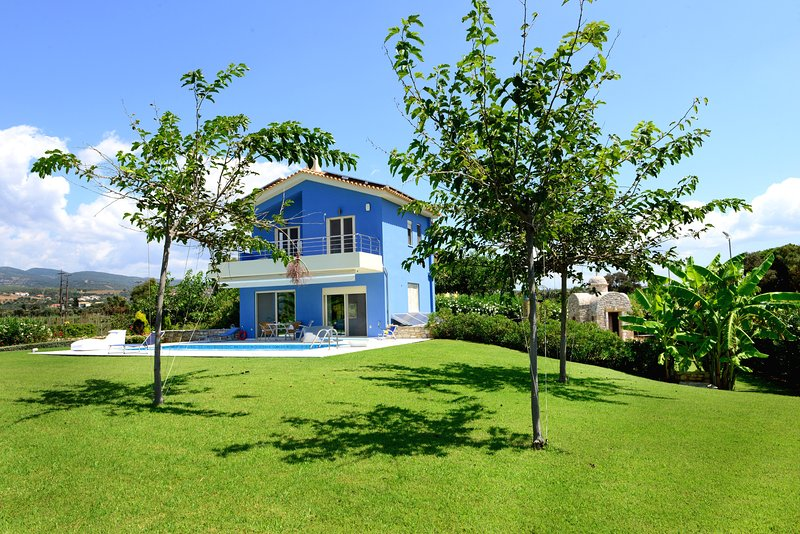 Blue Indigo Luxury Villa, Dimitras Villas, Kalo nero beach, Messinia, holiday rental in Neochori