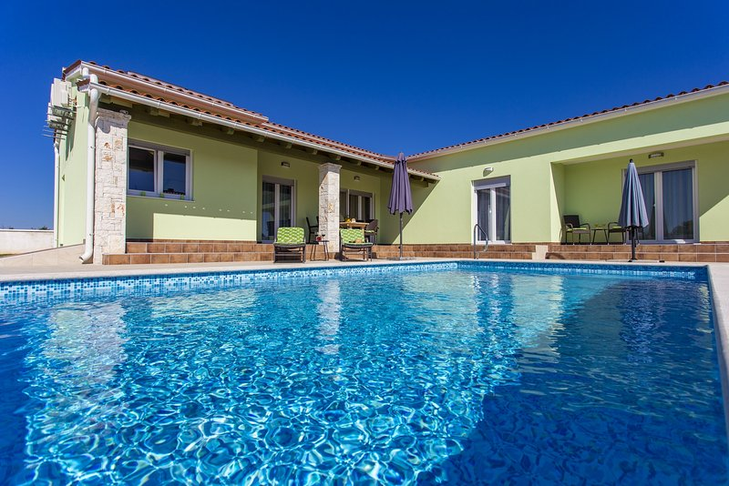 Beautiful Villa with private pool in village Štokovci, holiday rental in Bibici