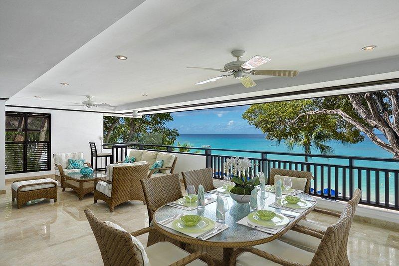 La véranda de luxe avec une vue incroyable sur la magnifique plage de Paynes Bay