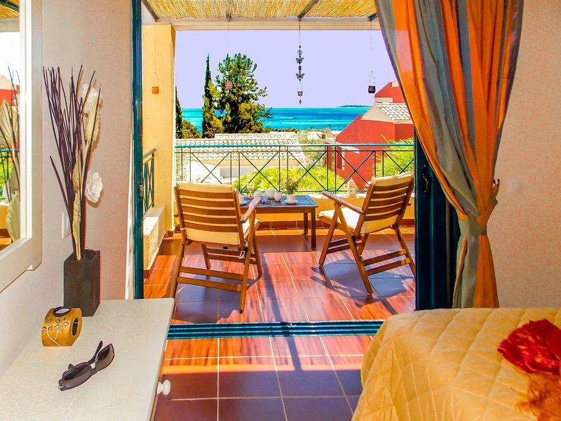 MANTO ON BEACH LUXURY 2 PERSONS APARTMENT , BARBATI ,CORFU, vacation rental in Spartilas