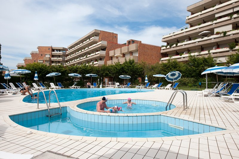 Piscini Swimming pool with jacuzzi