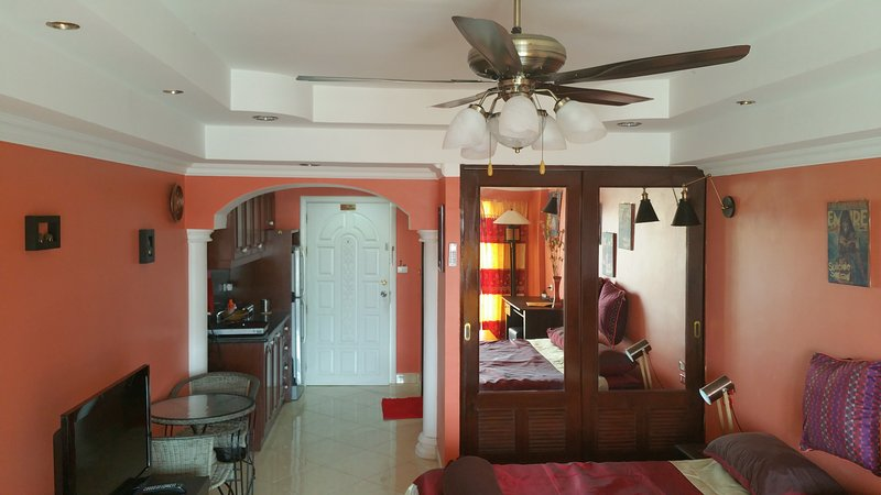 Yensabai condo studio 6th floor ocean view, holiday rental in Pattaya