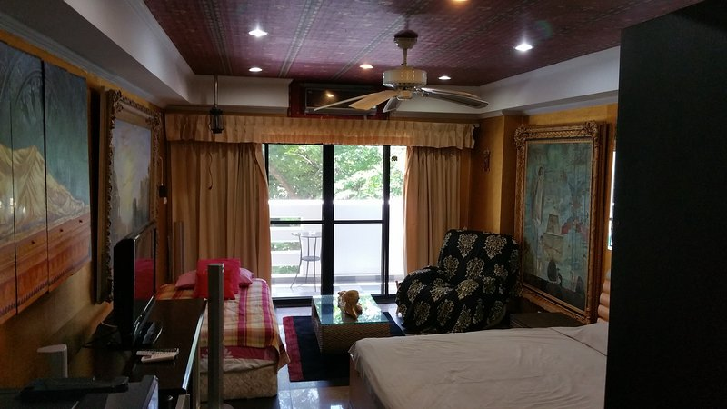 Yensabai condo studio 2th floor swimming pool view, holiday rental in Pattaya