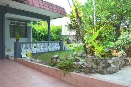A spacious and landscaped   garden. Relax and calm atmosphere.
