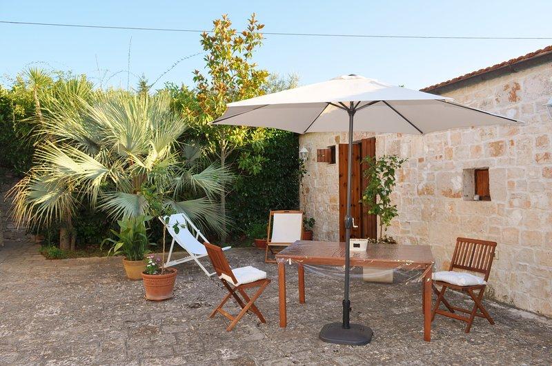 Oldest Lamia: patio