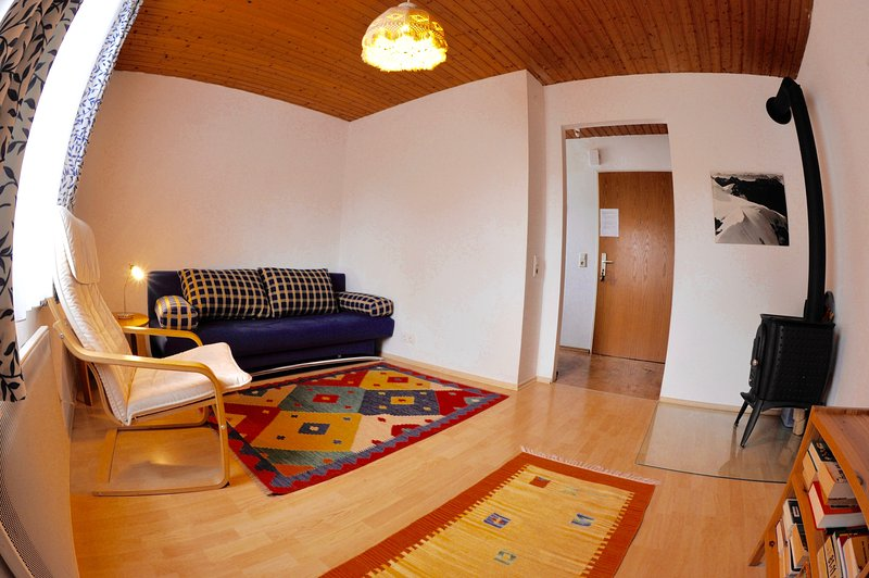 cosy 2 room apartment close to the historical center, private parking, wifi, vacation rental in Koppl