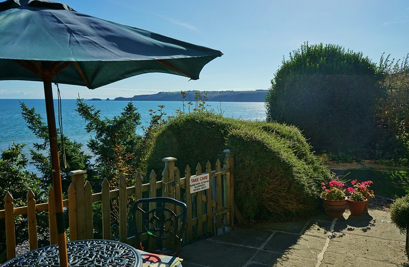 Beach Front Cottage - Spectacular Sea Views, Private Path to Beach, vacation rental in Saundersfoot