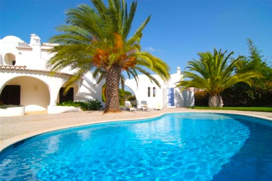 3 bedroom villa Casa Lombos, with private pool and close to the beach!, aluguéis de temporada em Porches