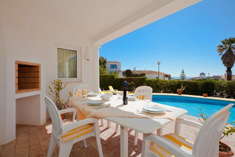Casa Ingrid: Spectacular location at Club Atlantico with wonderful sea views!, holiday rental in Benagil