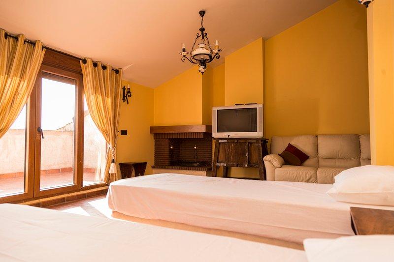 Casa Rural De Felipe-Habitación 5, cama doble más cama doble supletoria
