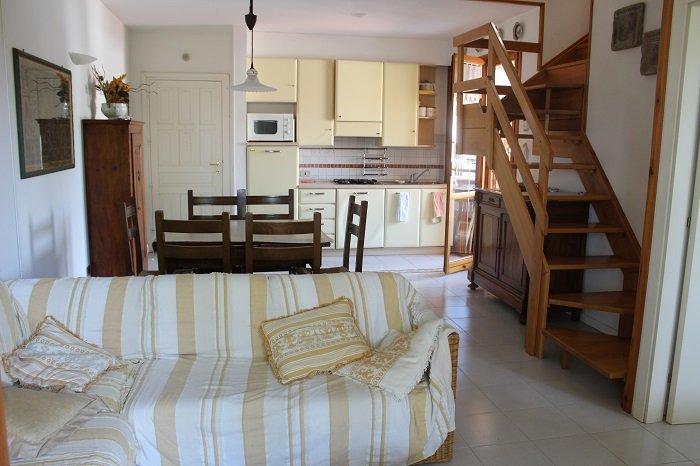 CIRCOTRILO - A Numana ampio appartamento su due piani con posto auto riservato, vakantiewoning in Direttissima del Conero