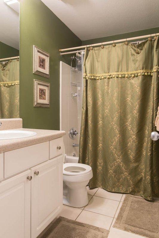 2nd bedroom shower