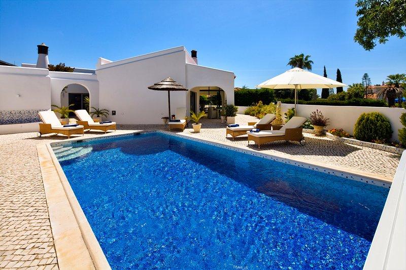 Villa moderna, com piscina privada pode ser aquecido na prestigiada Carvoeiro Clube.
