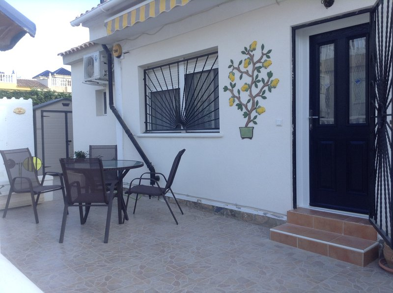 Lovely Blue Top Quad Villa - FREE WIFI, alquiler vacacional en Ciudad Quesada