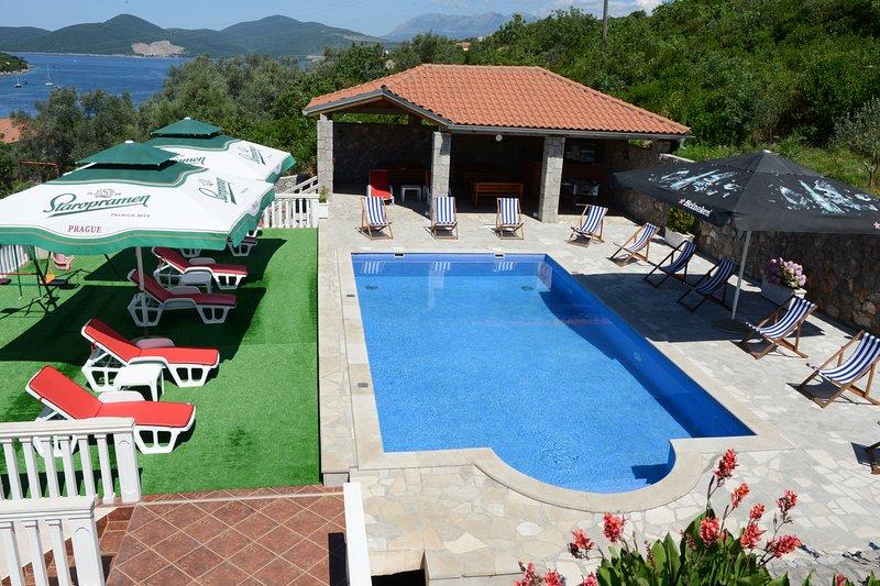 Villa Lazarevic - Studio with sea view, holiday rental in Njegusi