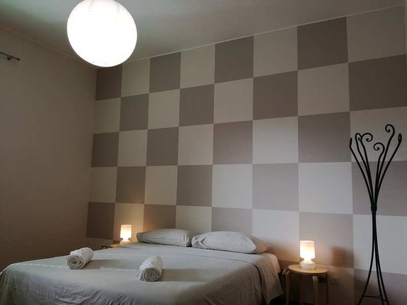 Splendida camera matrimoniale, holiday rental in Treviolo