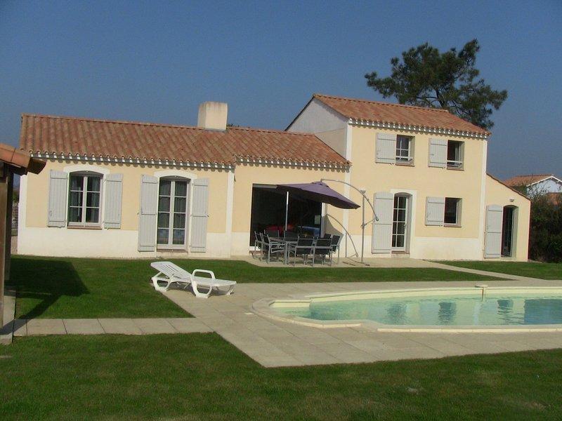 Villa hinten und Pool