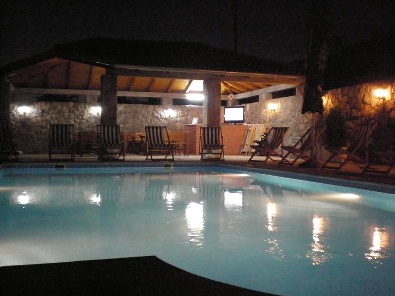 Villa Lazarevic apartment with bedroom and terrace, holiday rental in Njegusi