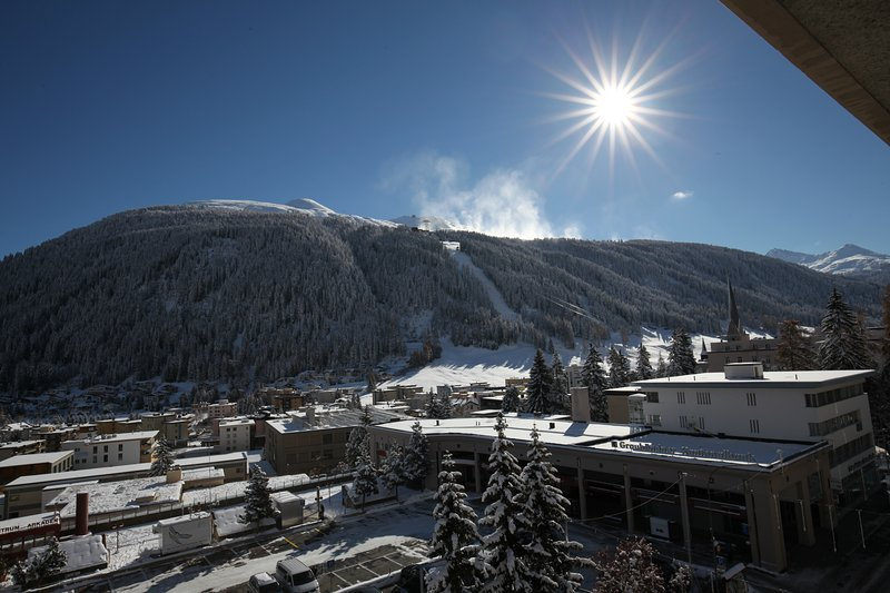 Best located 2 rooms apartment in  Davos, vacation rental in Langwies