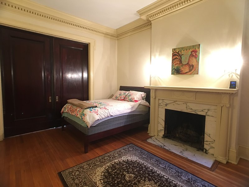 Historical, spacious, sunny Urban Retreat 7PA, holiday rental in Edgemere