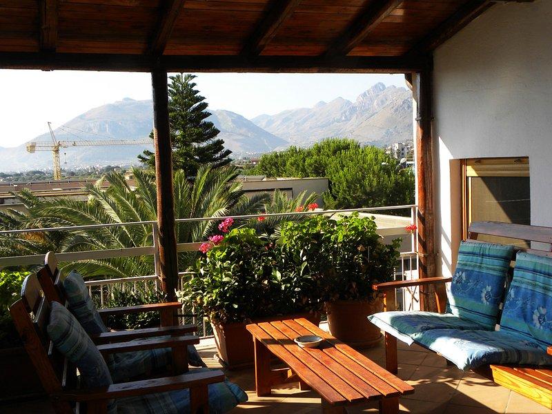 VILLA DELLE PALME, TERRACE SUITE, holiday rental in Casteldaccia