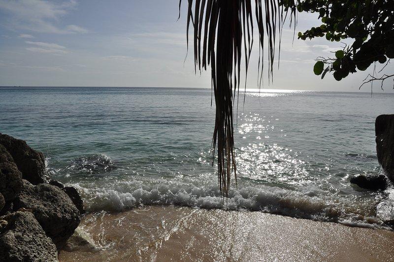 Ocean invita. Sei arrivato Sandy Cove ai piedi delle scale a chiocciola e mare calmo. In andate!