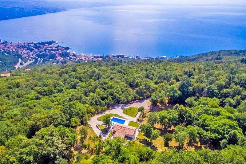 Villa Marron con el Adriático en el fondo