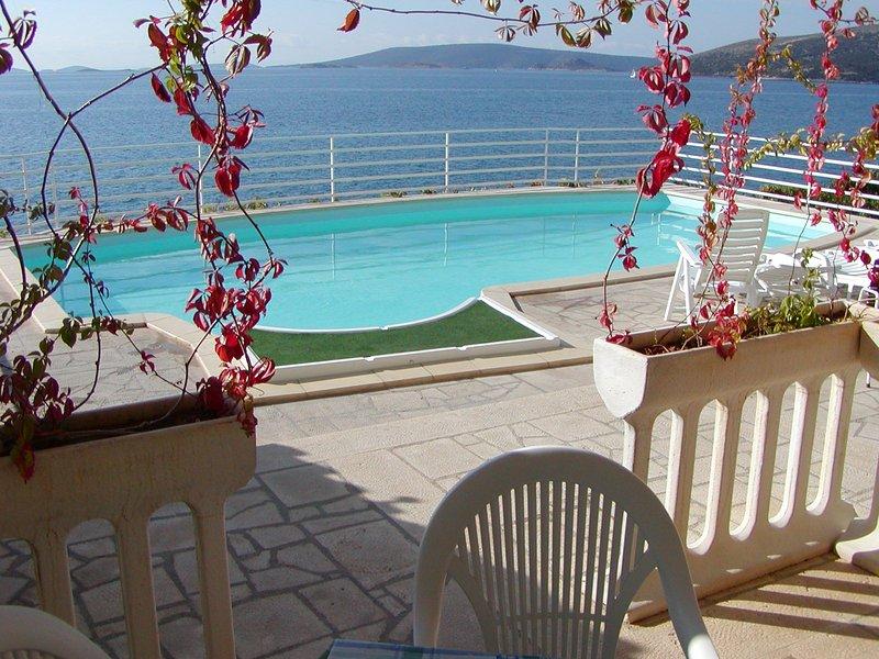 Villa Marija A4 - Seaside,pool,amazing view, location de vacances à Seget Vranjica