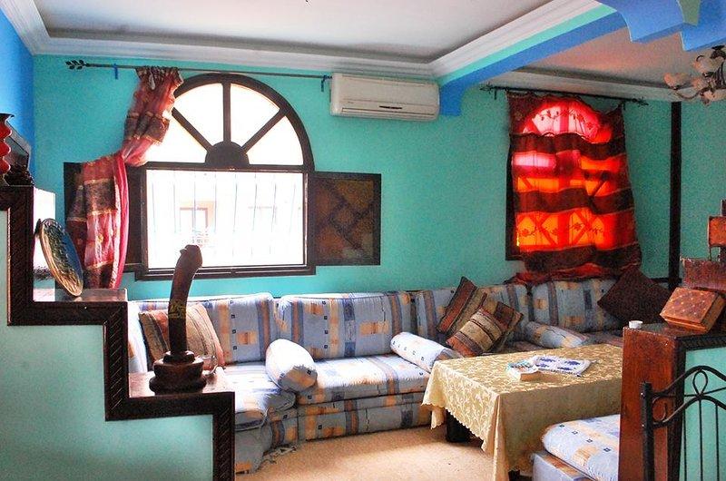 Near beach, large terrace, 2 bedrooms, WIFI, MA 2, location de vacances à Tamraght