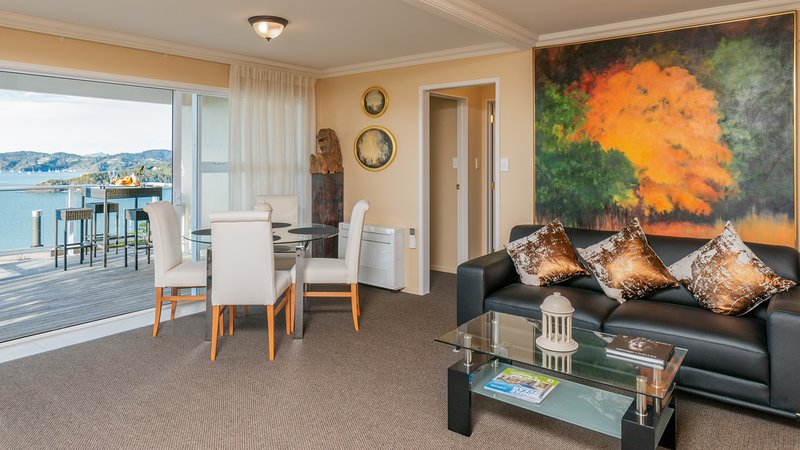 Living/dining room, fully air-conditioned