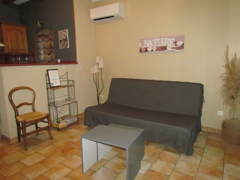 living room with sofa / bed 140cm