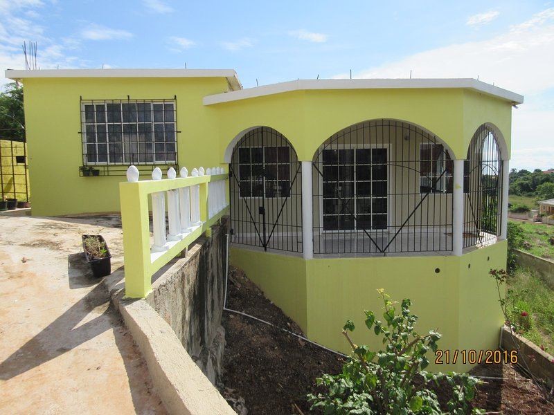 Hill Top Villa - HTV, vacation rental in Saint Elizabeth Parish