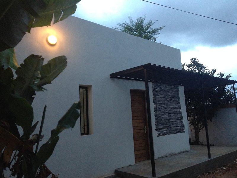 Maison entière sur la route de l'aéroport Ivato, alquiler de vacaciones en Antananarivo