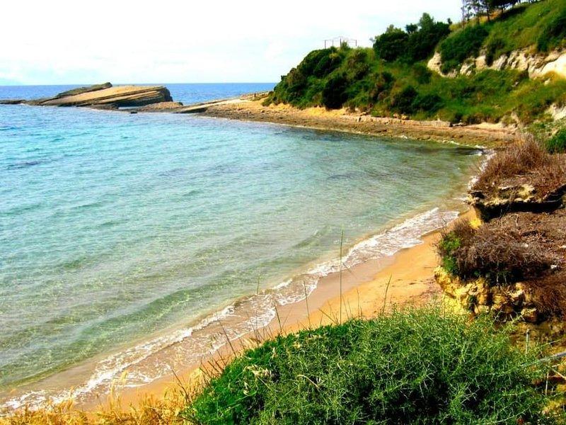 praia Klimatias no mar agitado