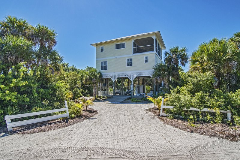 Beautiful Beach House in a secluded private island, alquiler vacacional en North Captiva Island