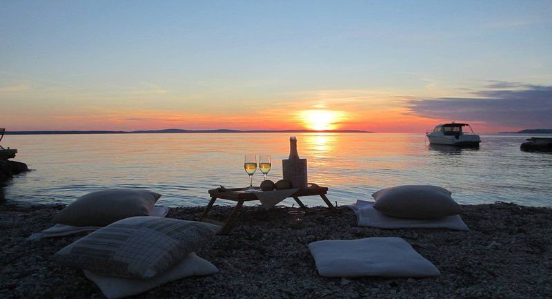 Comfort - direct on the beach*****, vacation rental in Podstrana