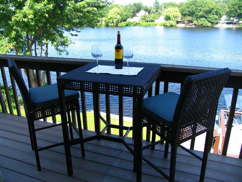 Luxurious Apartment on The River with kitchette, location de vacances à Weare