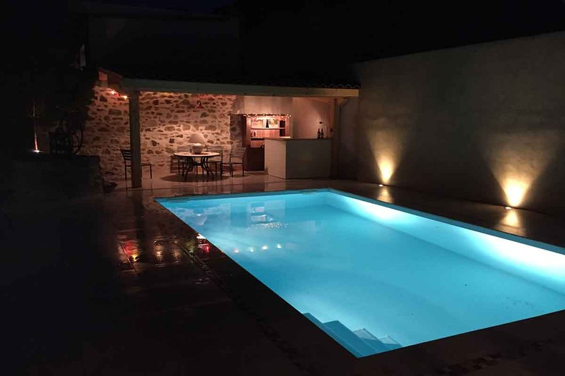 Pool area with Dining area, Wet Bar and drinks fridge