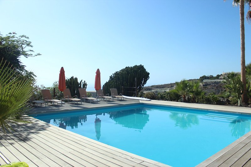 Casa Alhambra Finca SanJuan (Batista)   with common heated pool, holiday rental in Chirche