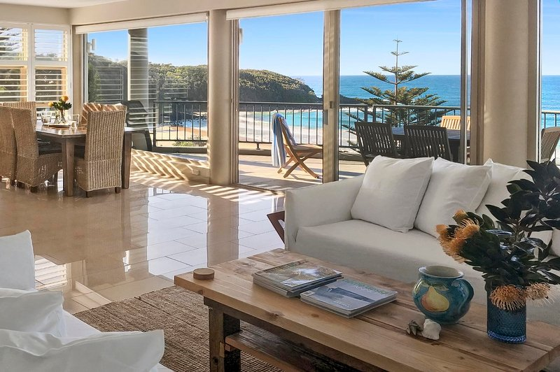 Gaze North Mollymook Luxury Beach House, vacation rental in Shoalhaven