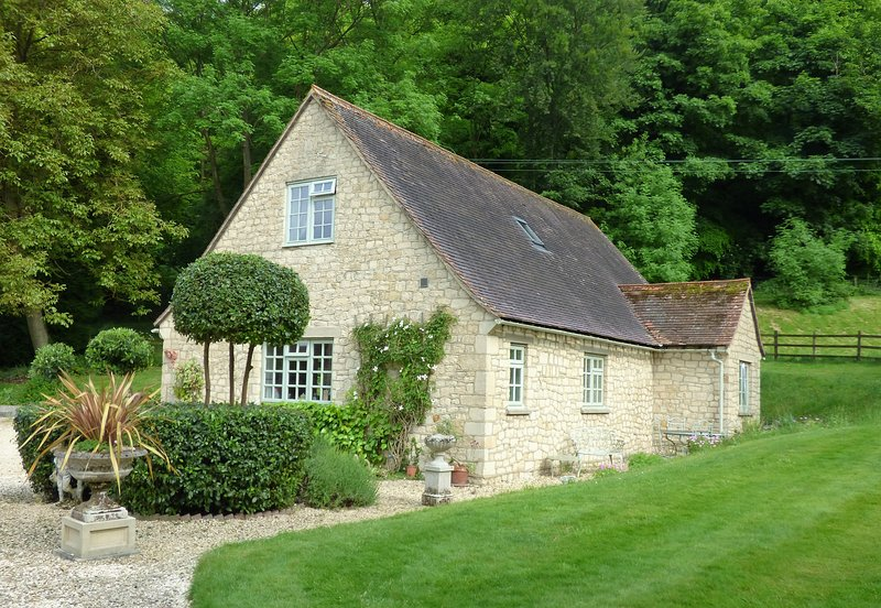 Pretty cottage hidden away from the world!