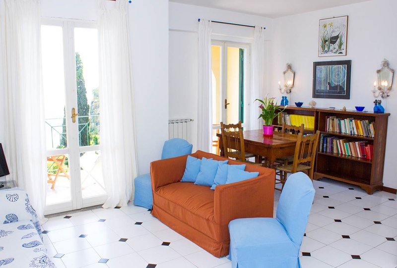 Seaview terrace apartment 6 pax in the Old town, aluguéis de temporada em Gaeta