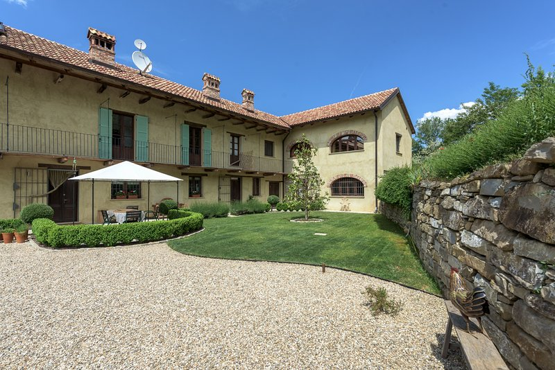 Family Friendly Italian Country farmhouse & Pool, location de vacances à Olmo Gentile