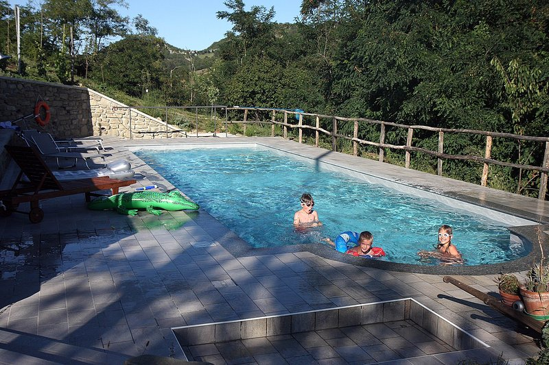 Villa Cheti, alloggio con piscina privata e WI-FI gratuito, holiday rental in Province of Alessandria